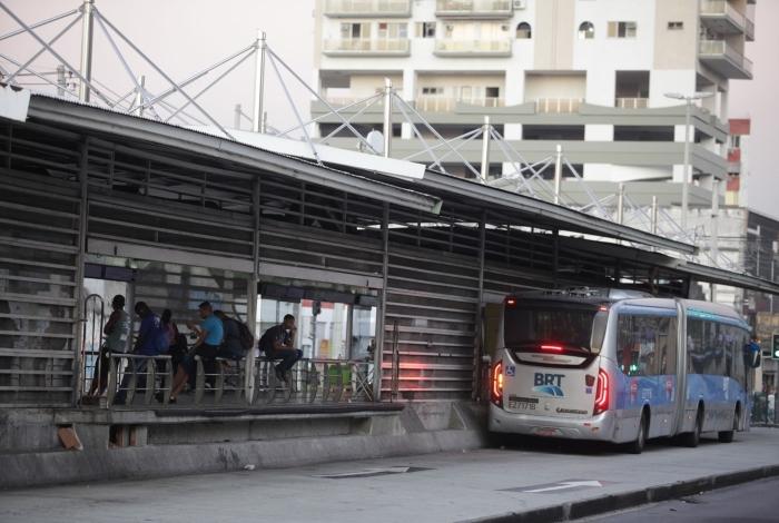 Photo of Forças Armadas fazem desinfecção em três terminais do BRT Rio no sábado, às 13h