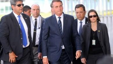 Photo of Bolsonaro diz que vai 'entregar' terroristas que estão no Brasil