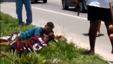 Photo of Policial à paisana rende bandidos durante assalto e atira após um deles reagir no RJ