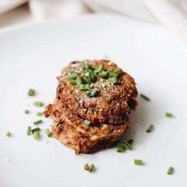 Leckere Zucchini-Rösti. Eine wunderbare Alternative zu Kartoffel-Rösti. Paleo-Ernährung!