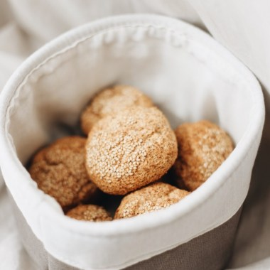 Paleo-Brötchen sind eine wunderbare Ergänzung, wenn man auf Gluten und Getreide verzichten muss.
