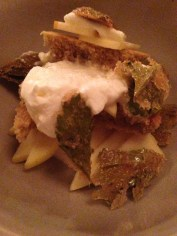 Gâteau à l'angélique, miel, pommes, persil de mer confit, chez Candide.