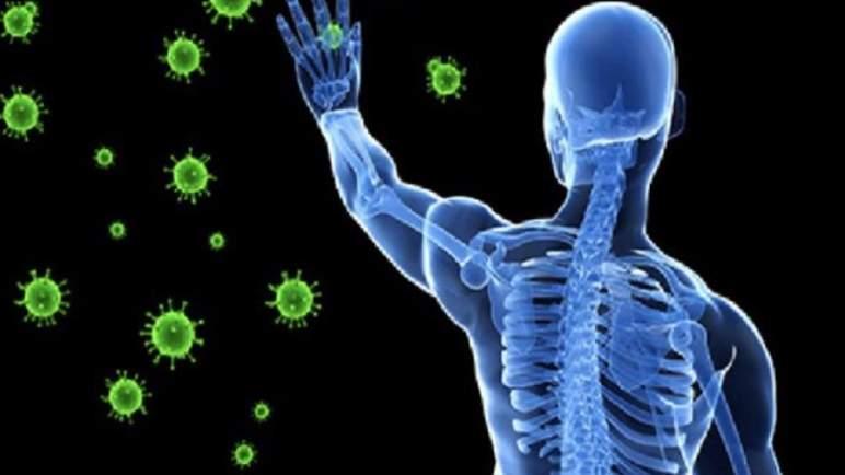 """خبر صادم ينسف نظرية """"المناعة الطبيعية"""" ل (كورونا)"""