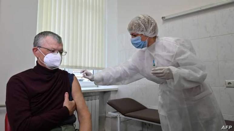"""الصحة العالمية تعلق على """"الصلة"""" بين لقاح """"أسترازينيكا"""" والجلطات الدموية"""