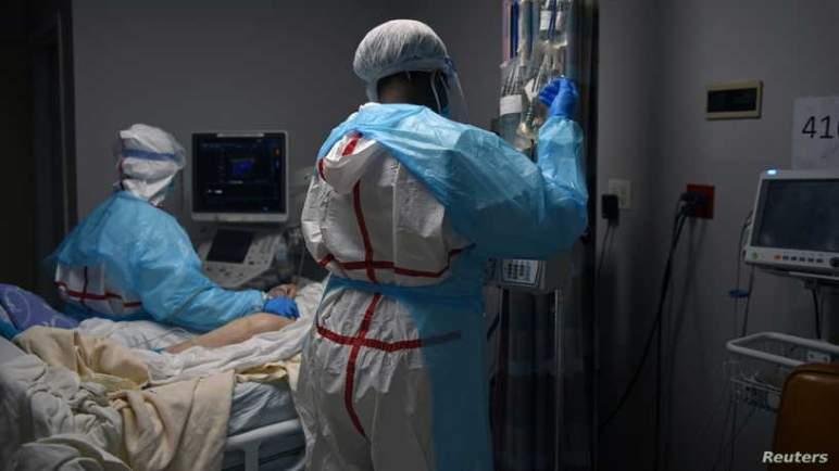 """""""أصغر عمرا وأسرع مرضا"""".. حالات (كورونا) الجديدة تثير قلق الأطباء"""