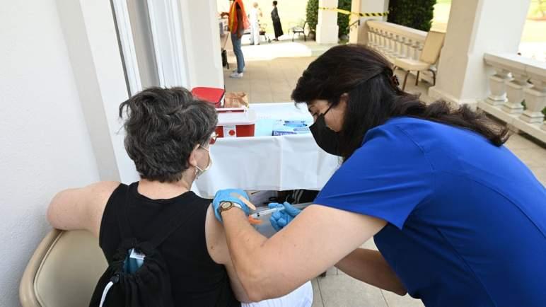 دراسة تظهر دور اللقاحات في منع الإصابة ب (كورونا)