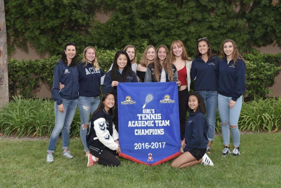 Cam+High%27s+Girl%27s+Tennis+Team+with+Coach+Claudia+Grafenstein.