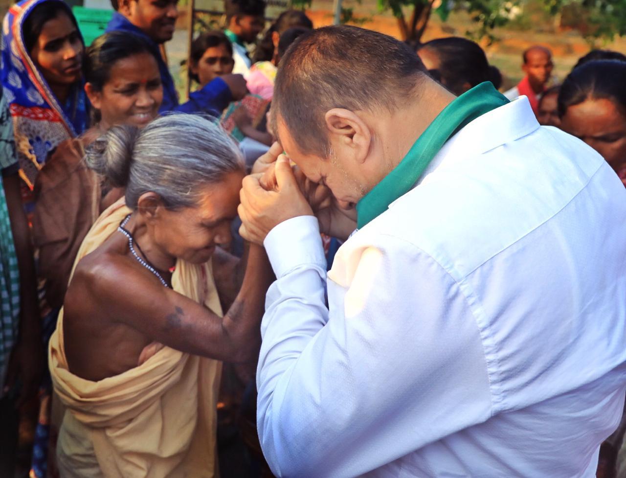 AChyuta Samanta with Olda Woman at Kandhamal