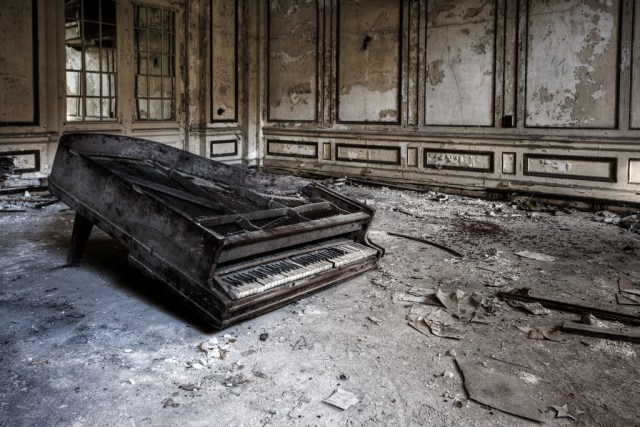 New Track: The Pianos Were Burning featuring Casi Reg