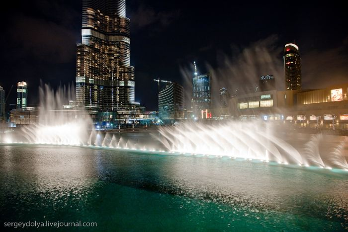 Fountains show in Dubai (14 pics)