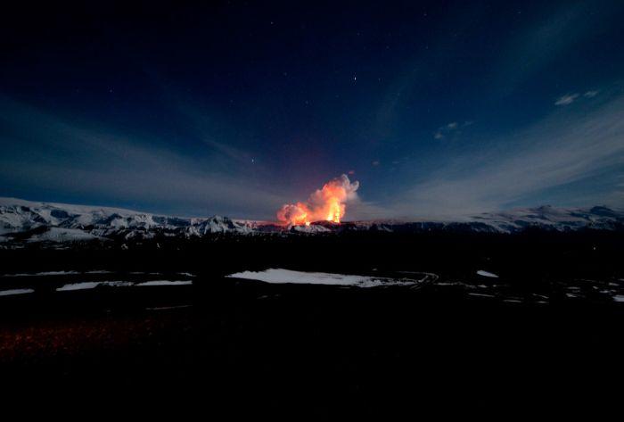 The  Eruption of Eyjafjallajokull Volcano in Iceland (24 pics)