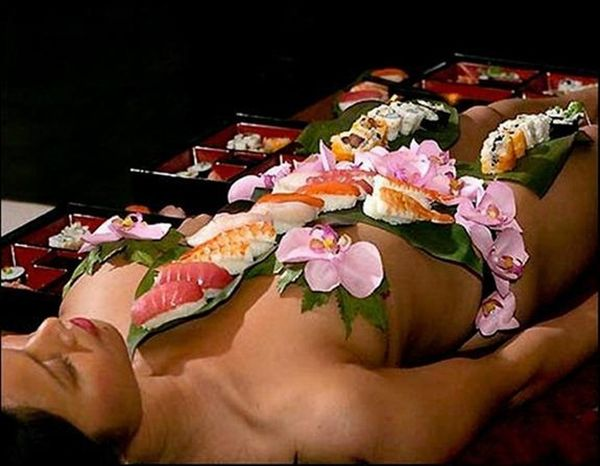Nyotaimori (17 pics)