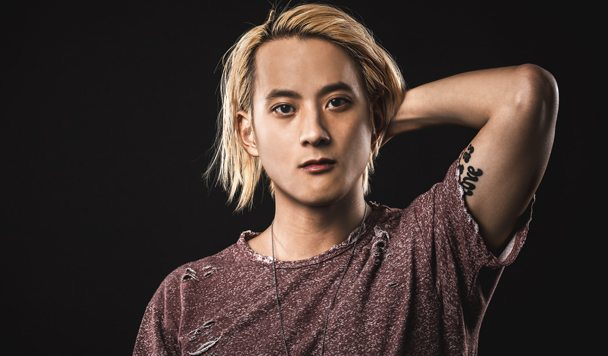 Elephante – Troubled (ft. Deb's Daughter)