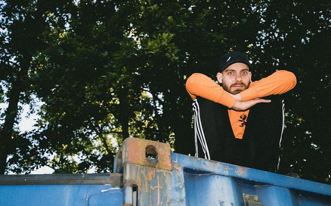 San Holo – 'worthy' / 'lift me from the ground'