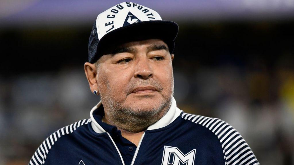 Futbolun efsanesi Maradona hayatını kaybetti!