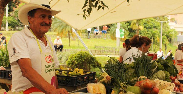 Mercados campesinos una estrategia que vincula el desarrollo económico y la seguridad alimentaria