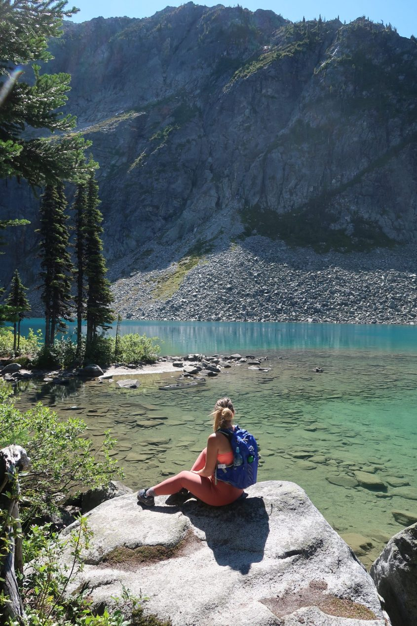 Hiking to Rhor Lake in British Columbia with my favourite hiking backpack