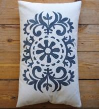 http://nicolettetabram.com/2016/01/19/cushions-galore/