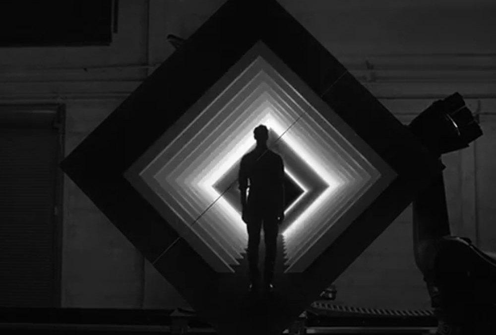BOX, impresionante proyección robotizada y mapping