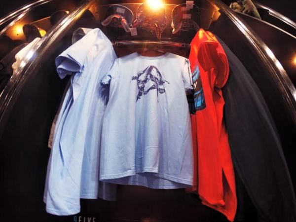 A285 T-Shirt Display