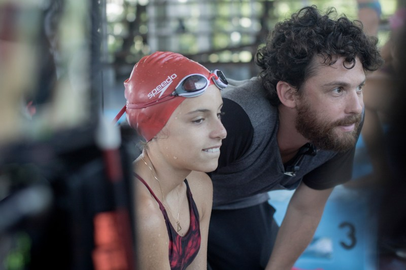 Brídia Moni, who plays Amanda, and cinematographer Edu Rabin between takes on 'Lane 4' - PHOTO Tuane Eggers