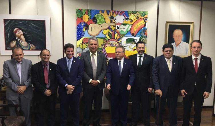 Bancada do Acre participa da assinatura de convênio que garante manutenção de ramais