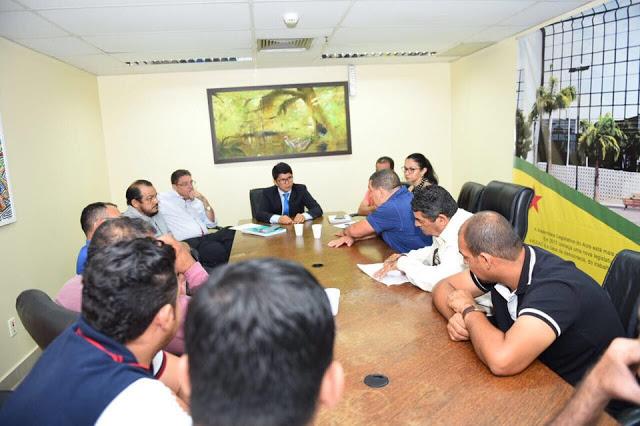 Jenilson comemora acordo favorável entre camioneteiros e taxistas no Acre.