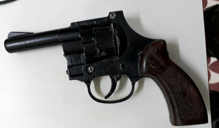 TARAUACÁ: Comerciante toma revolver de assaltantes e dupla foge deixando até a bicicleta