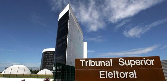 TSE vai combater fake news com apoio da imprensa