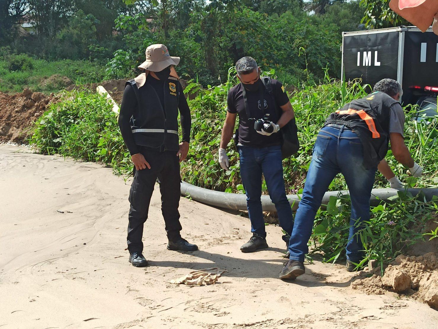 Trabalhadores encontram possível ossada humana ao puxar areia do Rio Acre