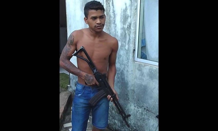 Membro de facção que aparece com fuzil em vídeo é preso no bairro da Paz