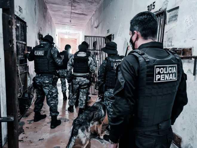 Fuga em presídio de Rio Branco termina com um preso baleado e pelo menos dois foragidos
