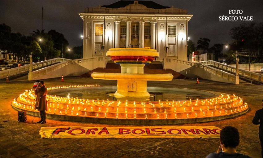 Palácio Rio Branco é tomado por velas em homenagem às vítimas da Covid-19