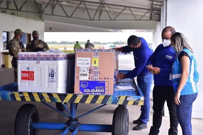 Acre recebe mais 7,3 mil doses de vacina contra a Covid-19