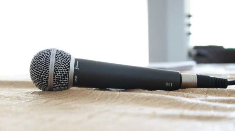 microphone-380310_1920
