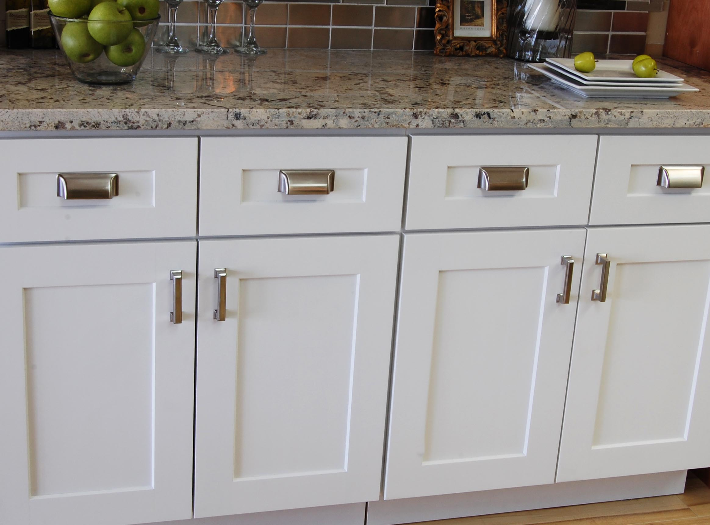 Kitchen Cabinet Hardware Placement Pictures