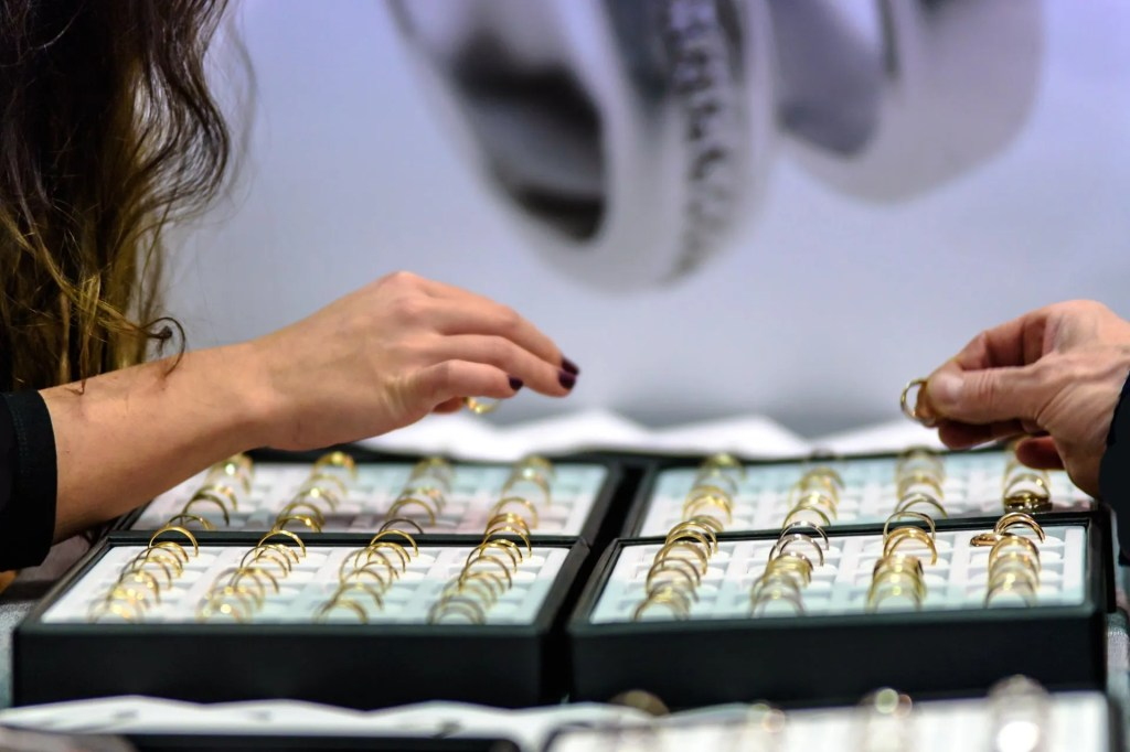 JEWELRY STORE COLORADO SPRINGS SHOPPING FOR GOLD RINGS