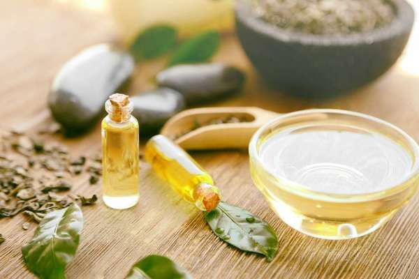 Tea tree oil with almond oil for acne