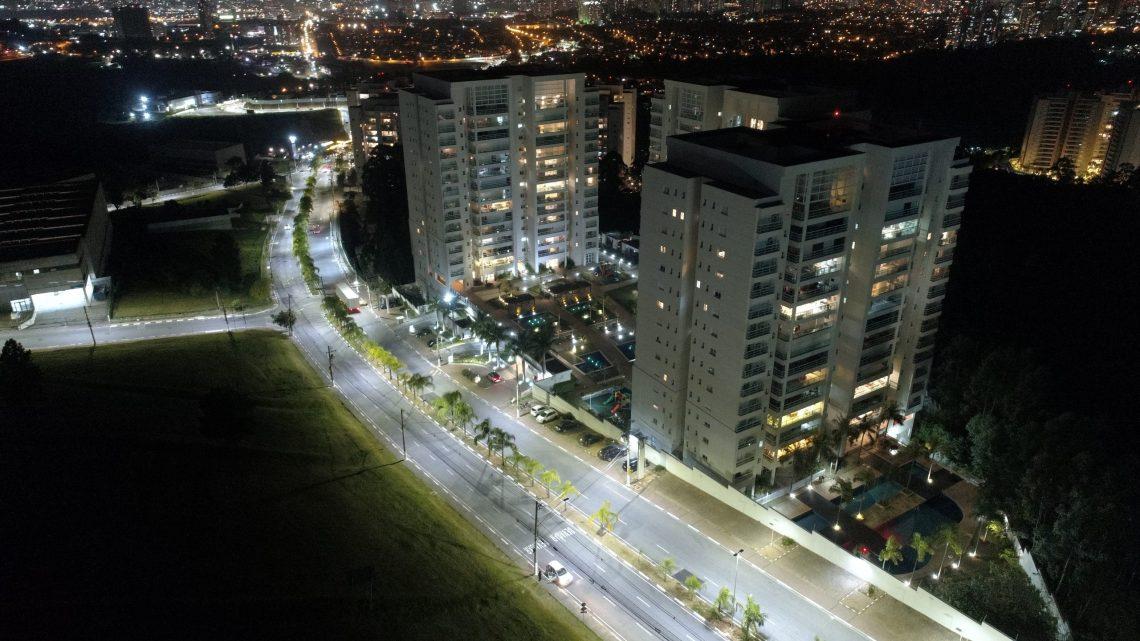 Prefeitura de Santana de Parnaíba realiza ação de implantação de lâmpadas de Led na Avenida América e na Alameda Tamboré