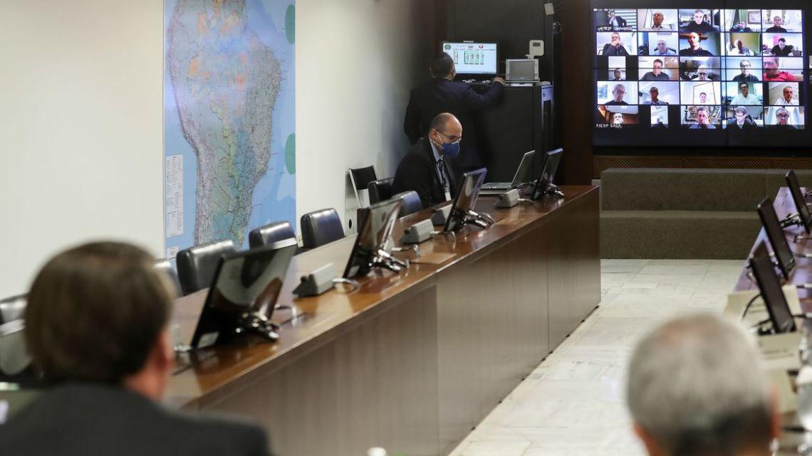 Bolsonaro faz reunião virtual com presidente da Fiesp e empresários