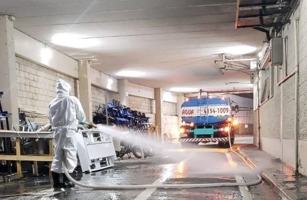 Sanitização semanal em volta do PS Central reforça prevenção contra o coronavírus