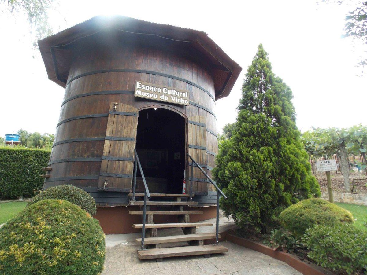 Comidas típicas e vinhos artesanais fazem da Rota da Uva o roteiro perfeito