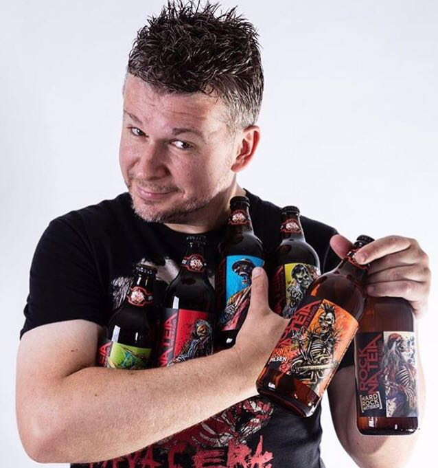 Além da rádio web, a Rock na Teia também tornou-se uma linha de cerveja com dez tipos diferentes, pimenta e cachaça