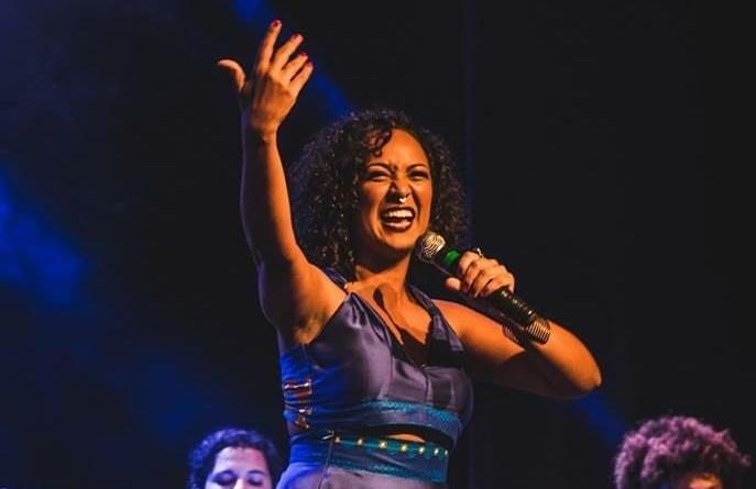 Cantora Jack Rocha faz show no Roda Carioca
