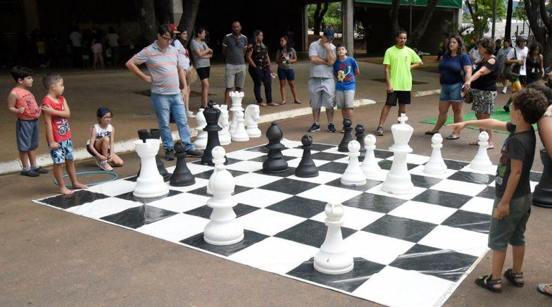 Ruas de brincar no Domingo no Parque