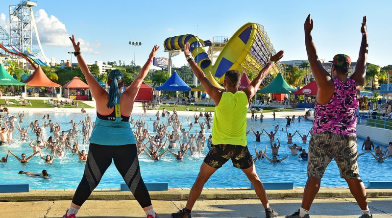 Aulas de Aqua Dance agitam a programação de verão do Wet'n Wild