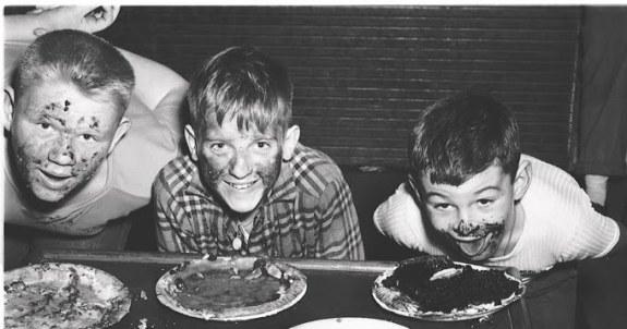 Pie_eating_Contest_11
