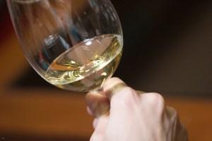 ¿Puede la luz enfermar a los vinos?
