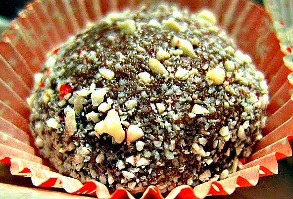 Holiday-Mint-Chocolate-Truffles-1