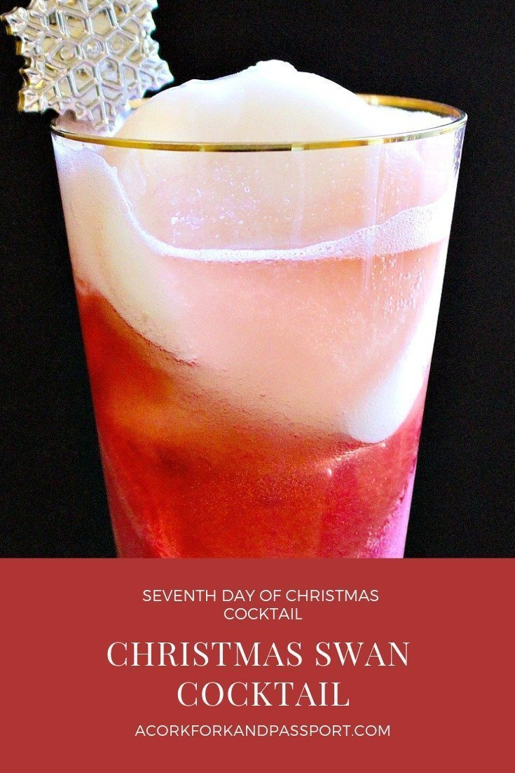 Christmas Swan Cocktail | A Christmas cocktail with raspberry and lemon sorbet, elderberry liqueur, and champagne.